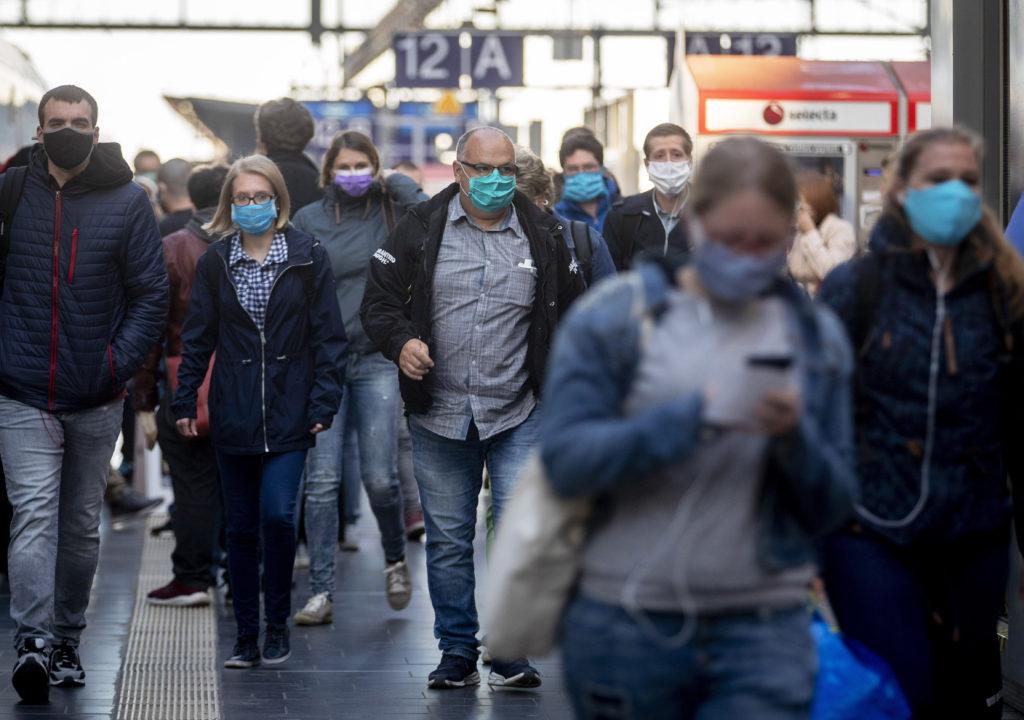 Κορονοϊός: Άλλοι 101 θάνατοι, 913 νέα επιβεβαιωμένα κρούσματα στη Γερμανία