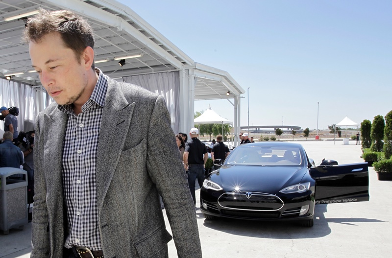 Ο Έλον  Μασκ απειλεί να μεταφέρει από την Καλιφόρνια τις εγκαταστάσεις της Tesla λόγω του lockdown