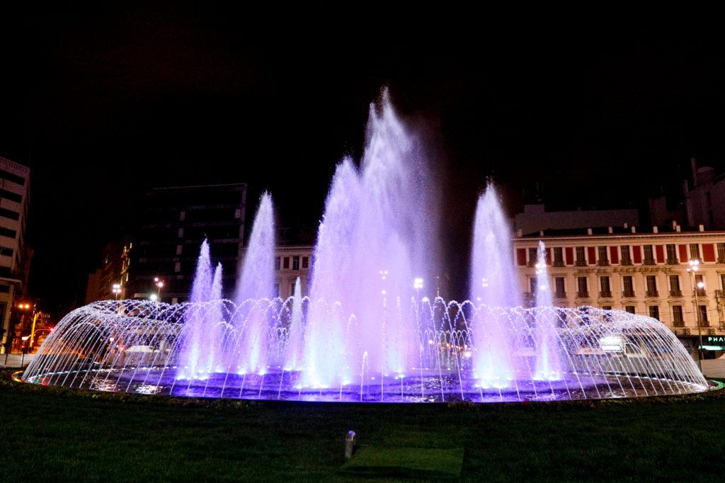 Παραδίδεται η «νέα» πλατεία Ομονοίας – Από το βράδυ φωταγωγείται και το σιντριβάνι