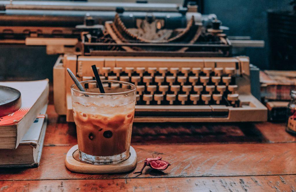 O πιο απλός τρόπος για να μη «νερώνει» ο κρύος καφές μας