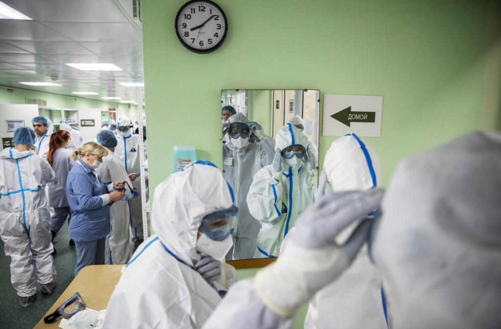 Έπαινοι από τον ΠΟΥ στη Ρωσία για τα μαζικά τεστ