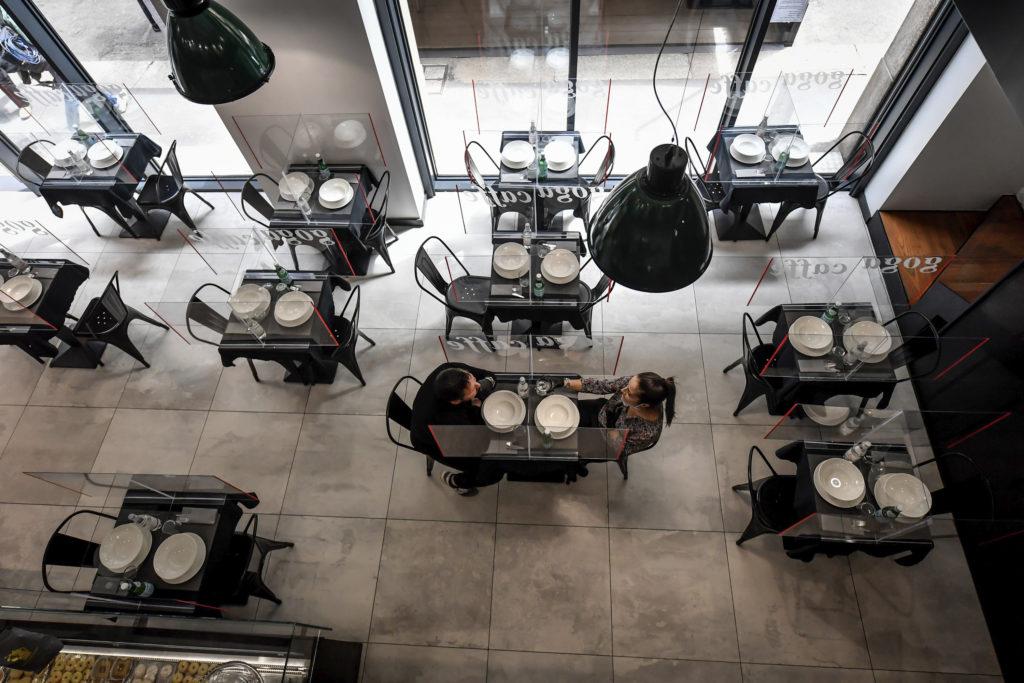 Ιταλία: Επαναλειτουργία καταστημάτων από Δευτέρα, στο 1 μέτρο η απόσταση