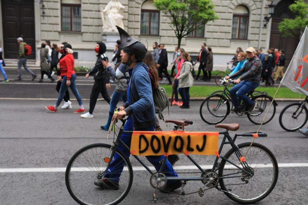 Σλοβενία: Χιλιάδες αντικυβερνητικοί διαδηλωτές την πρώτη μέρα άρσης των μέτρων (Photos+Video)