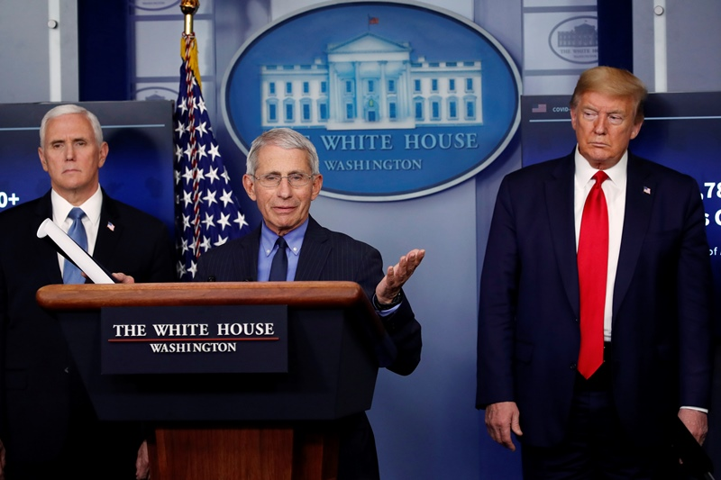 Ο Τραμπ εξετάζει τη μερική αποκατάσταση της χρηματοδότησης προς τον ΠΟΥ