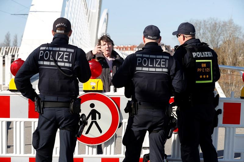 Eλβετία: Η αστυνομία διέλυσε διαδήλωση κατά της καραντίνας