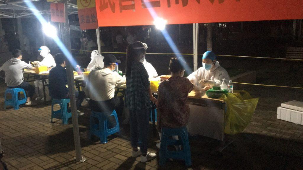 Koρονοϊός-Kίνα: 400.000 τεστ προς αναζήτηση ασυμπτωματικών ασθενών στην Ουχάν (Photos+Video)