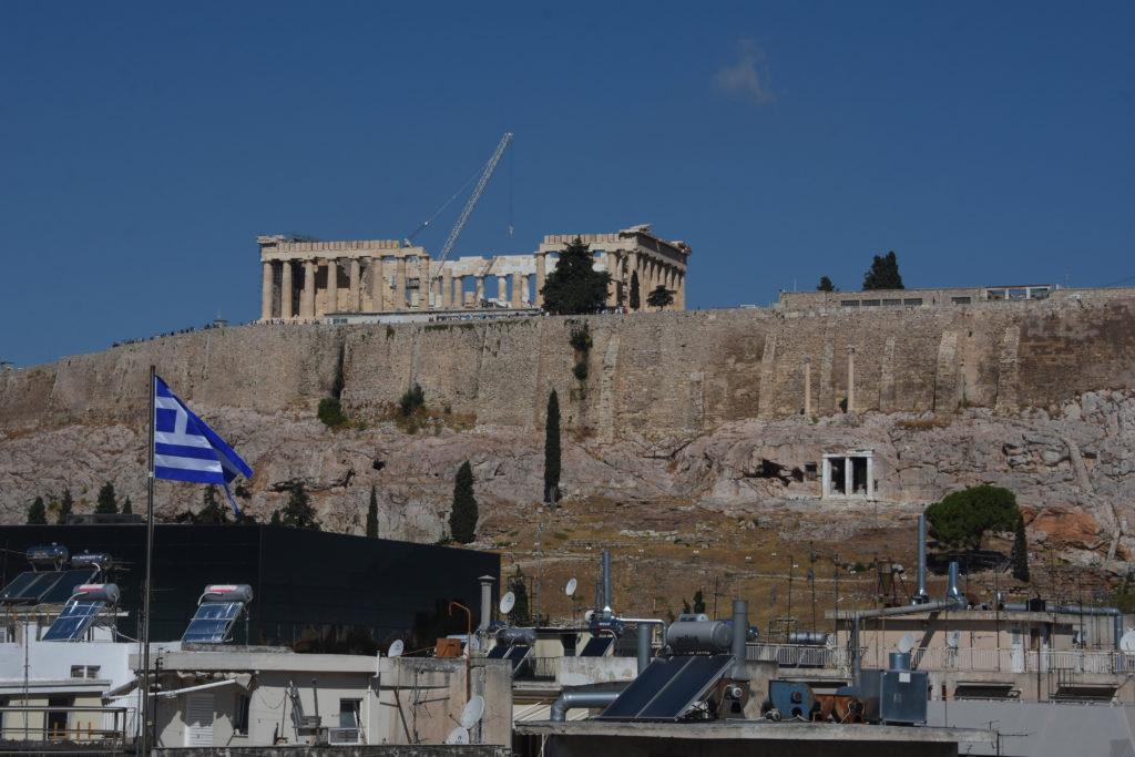 Η Μενδώνη κονταίνει το ΣτΕ κι όχι τα ξενοδοχεία γύρω από την Ακρόπολη