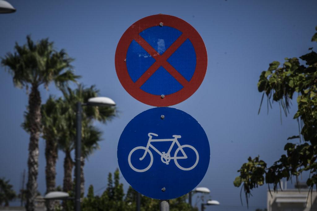 Η κυβέρνηση υπόσχεται «προσωρινούς» ποδηλατόδρομους και πεζόδρομους μαζί με τα… τραπεζοκαθίσματα