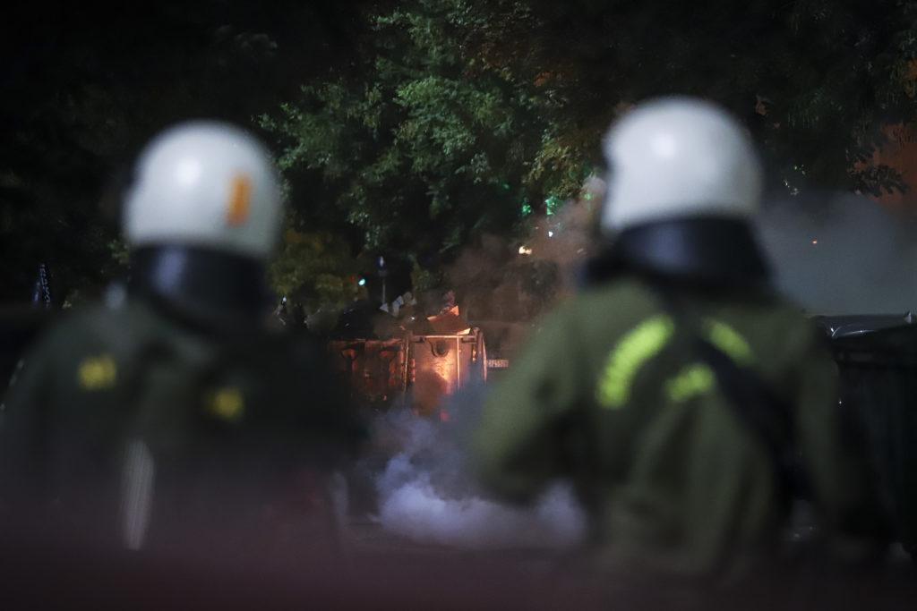 Θεσσαλονίκη: Εκπρόσωπος του Δήμου καλύπτει πλήρως την επέμβαση των ΜΑΤ στην πλατεία Καλλιθέας
