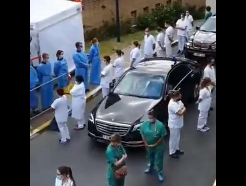 Βέλγιο: Ψυχρολουσία για την πρωθυπουργό από νοσοκομειακούς που της γύρισαν ομαδικά την πλάτη (Video)