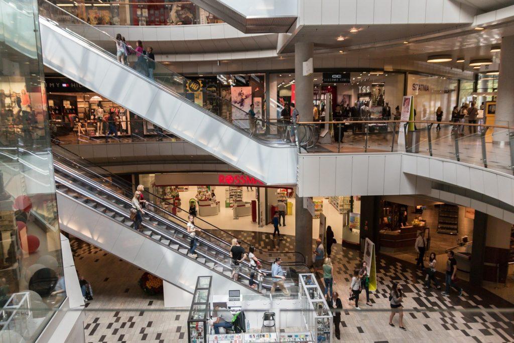 Ποιοι κανόνες ισχύουν για εμπορικά και outlets που ανοίγουν σήμερα