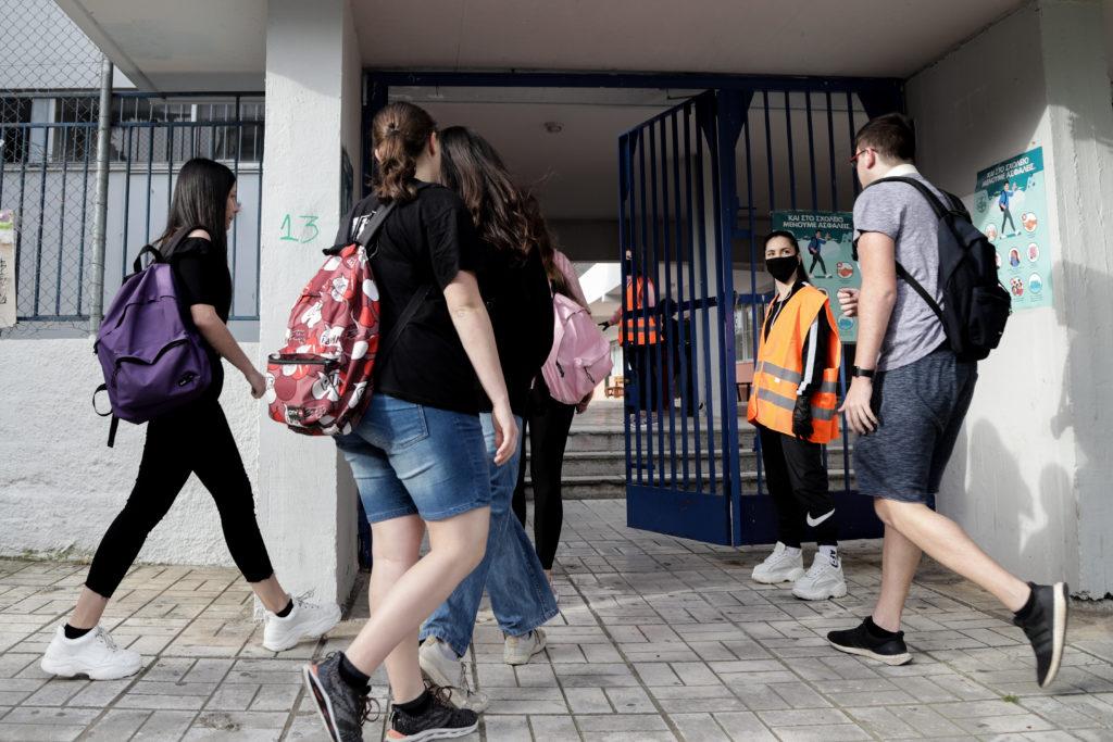 Ανοίγουν σχολεία, εμπορικά κέντρα, αρχαιολογικοί χώροι – Τι ισχύει για τις μετακινήσεις μεταξύ νομών