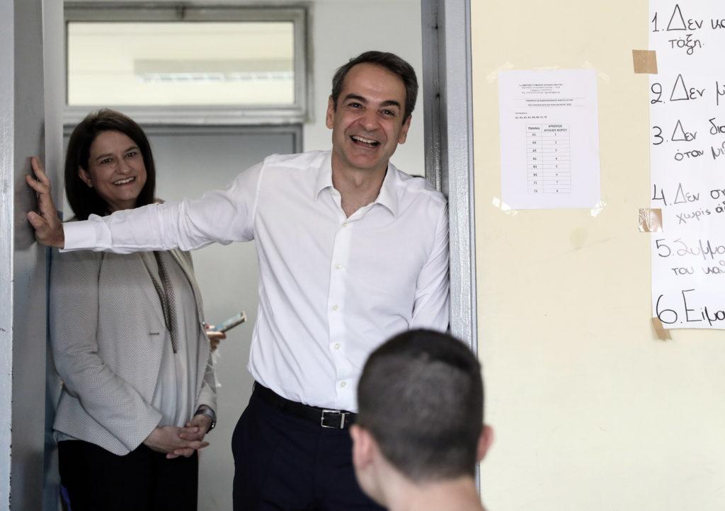 Γιατί ο πρωθυπουργός δεν φοράει μάσκα; (Photos)