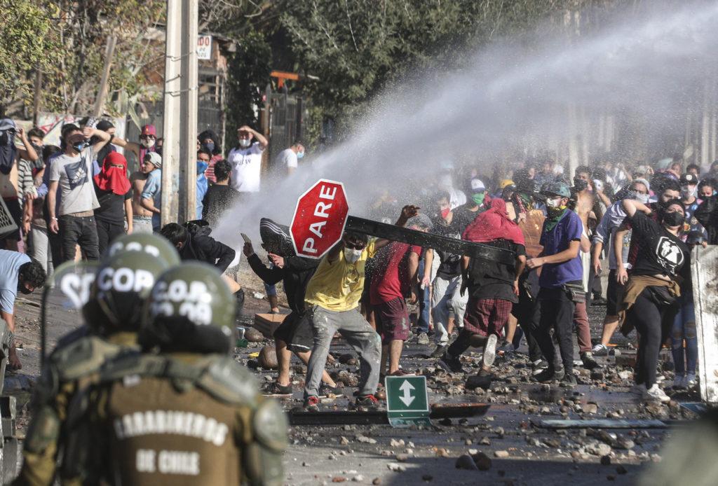 Χιλή: Συγκρούσεις διαδηλωτών και αστυνομίας εν μέσω ανησυχιών για ελλείψεις τροφίμων