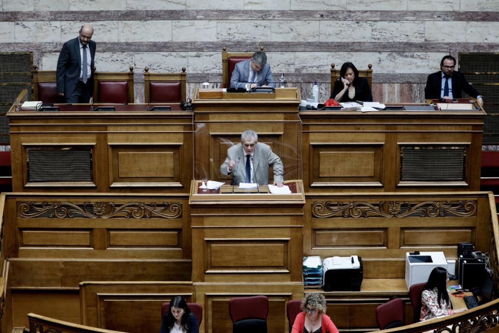 Βουλή: Παπαγγελόπουλος για όλους και για όλα (Video)