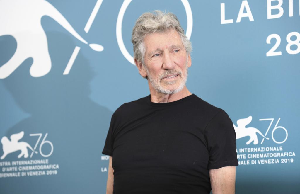 Ο Roger Waters ερμηνεύει το «Mother» με concept από… απόσταση (Video)