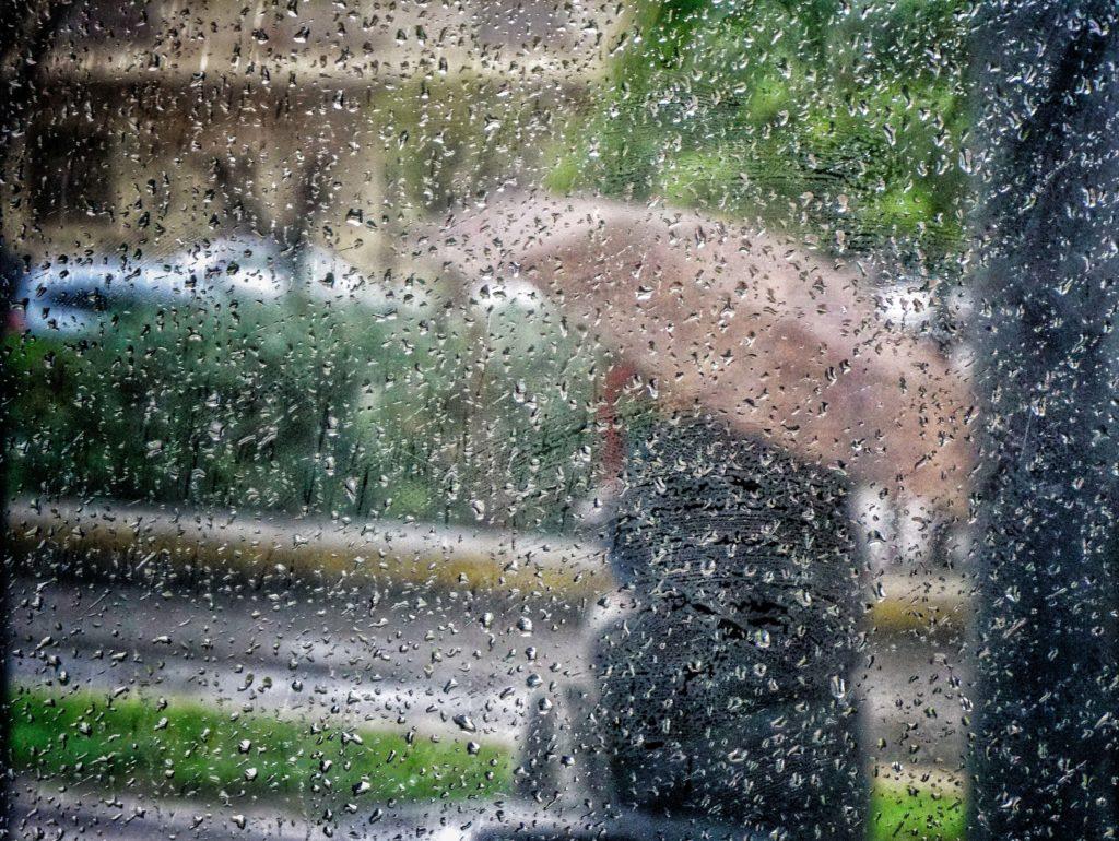 Χαλάει ο καιρός τις επόμενες ώρες με βροχές, καταιγίδες και πτώση θερμοκρασίας