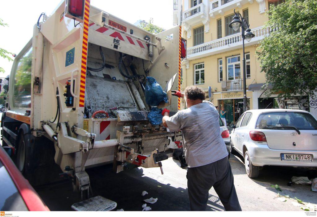 Καταγγελία: Ο Δήμος Αγ. Παρασκευής δεν πληρώνει υπερωρίες και νυχτερινά στους εργαζόμενους στην καθαριότητα