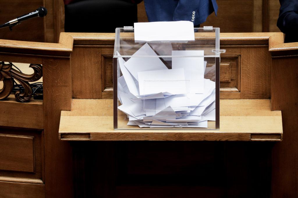 Τσοβόλας: Παράνομο το άνοιγμα της κάλπης, αντιβαίνει του Συντάγματος το ψηφοδέλτιο