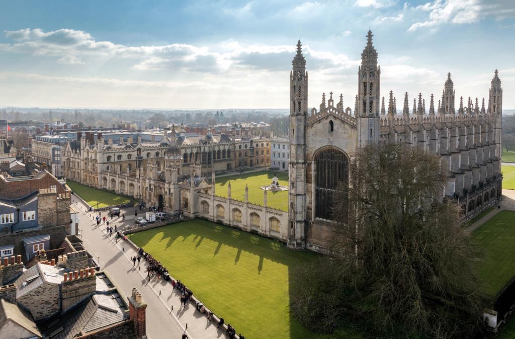 Διαδικτυακά τα μαθήματα στο Πανεπιστήμιο του Κέιμπριτζ μέχρι το 2021