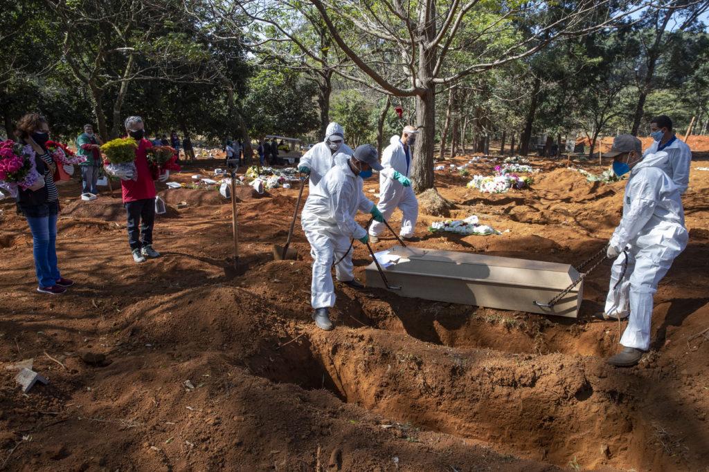 Σαρώνει ο κορονοϊός στη Βραζιλία – 888 νέοι θάνατοι και σχεδόν 20.000 κρούσματα σε μία ημέρα
