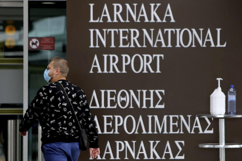 Ανοίγει σταδιακά αεροδρόμια και ξενοδοχεία η Κύπρος
