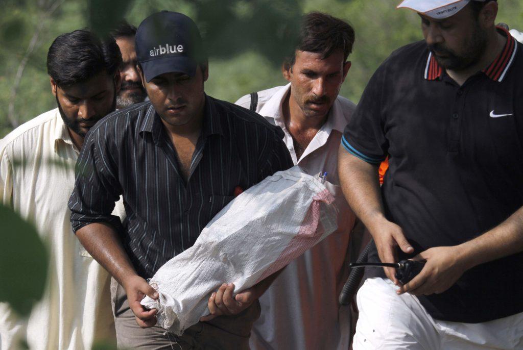 Πακιστάν: Εντοπίστηκαν τα μαύρα κουτιά της μοιραίας πτήσης (Photos+Videos)