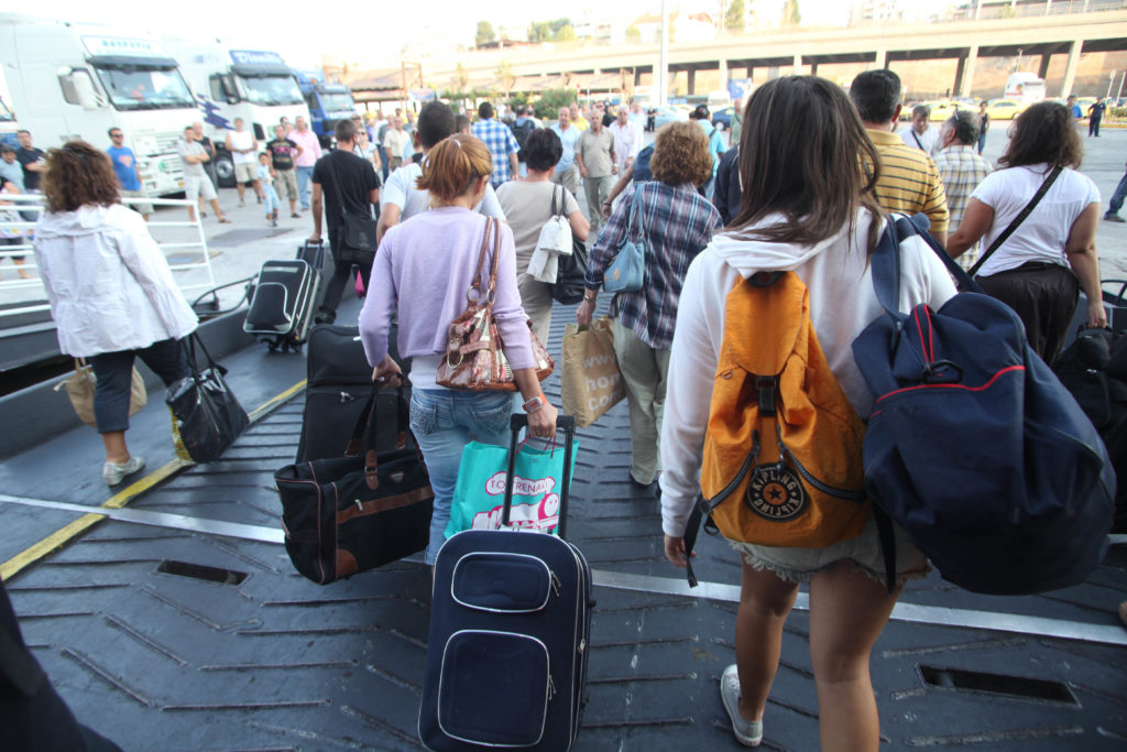 Aπό Δευτέρα ελεύθερα τα ταξίδια από και προς τα νησιά σε Ιόνιο και Αιγαίο