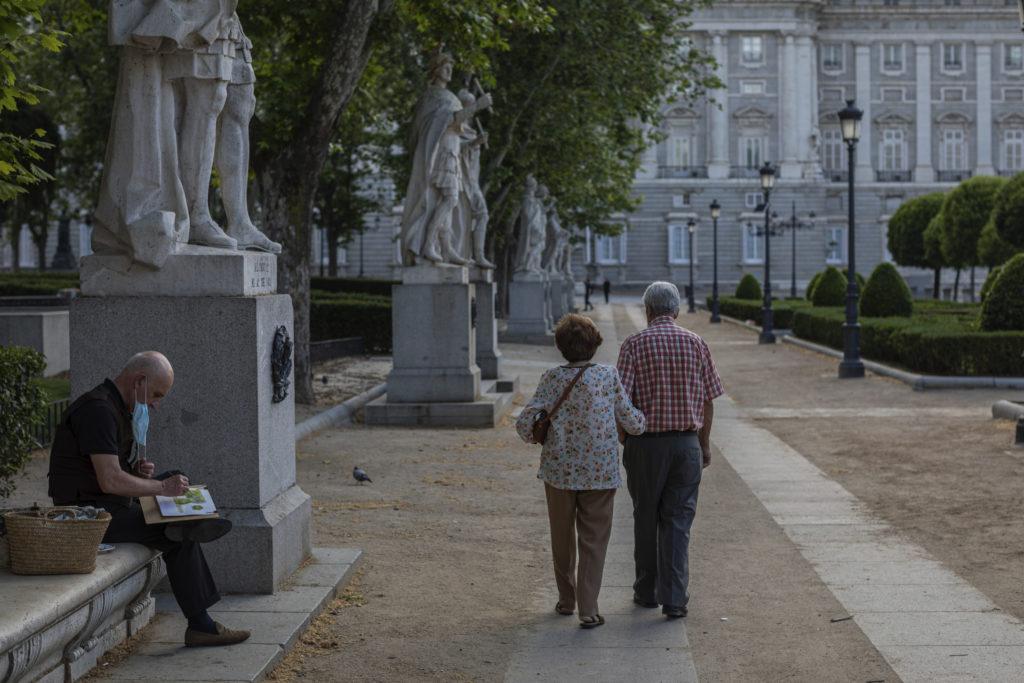 Ανοίγουν πάρκα και ταράτσες στη Μαδρίτη