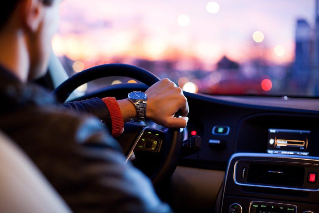 Έρευνα: Απείθαρχος οδηγικά ο Έλληνας – Οδηγεί κουρασμένος και έχοντας πιει αλκοόλ