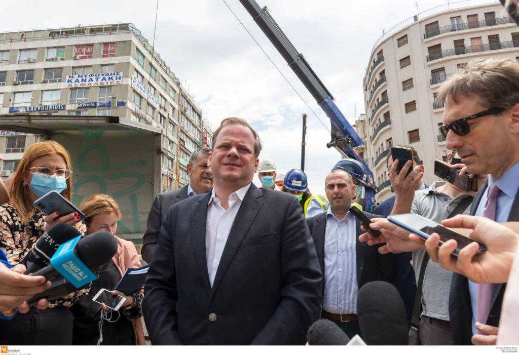 Θεσσαλονίκη: Ο υπουργός του Μητσοτάκη «πανηγυρίζει» για την καθυστέρηση του μετρό!