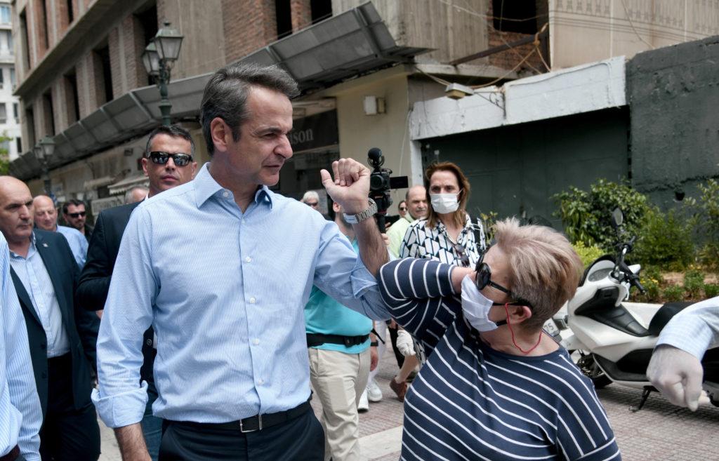 Στον Πειραιά χωρίς μάσκα ο πρωθυπουργός (Photos)