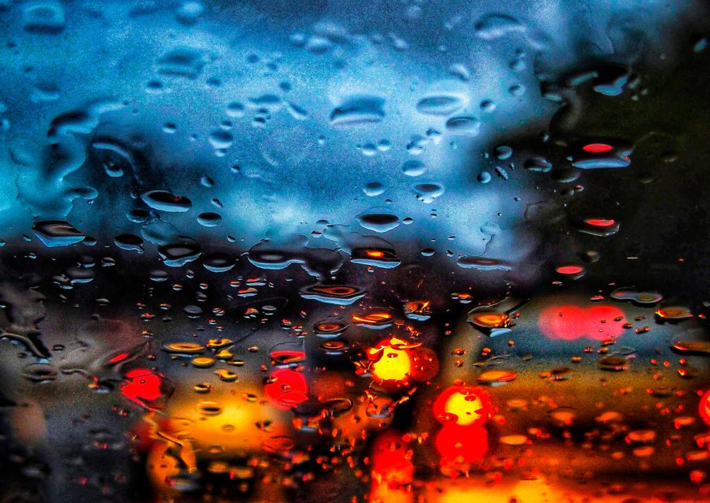 «Άνοιξαν» οι ουρανοί στην Αττική – Ισχυρές βροχοπτώσεις το βράδυ της Δευτέρας