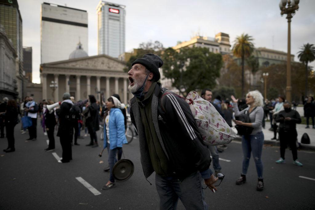 Αργεντινή: S&P και Fitch κηρύσσουν τη χώρα σε κατάσταση χρεοκοπίας