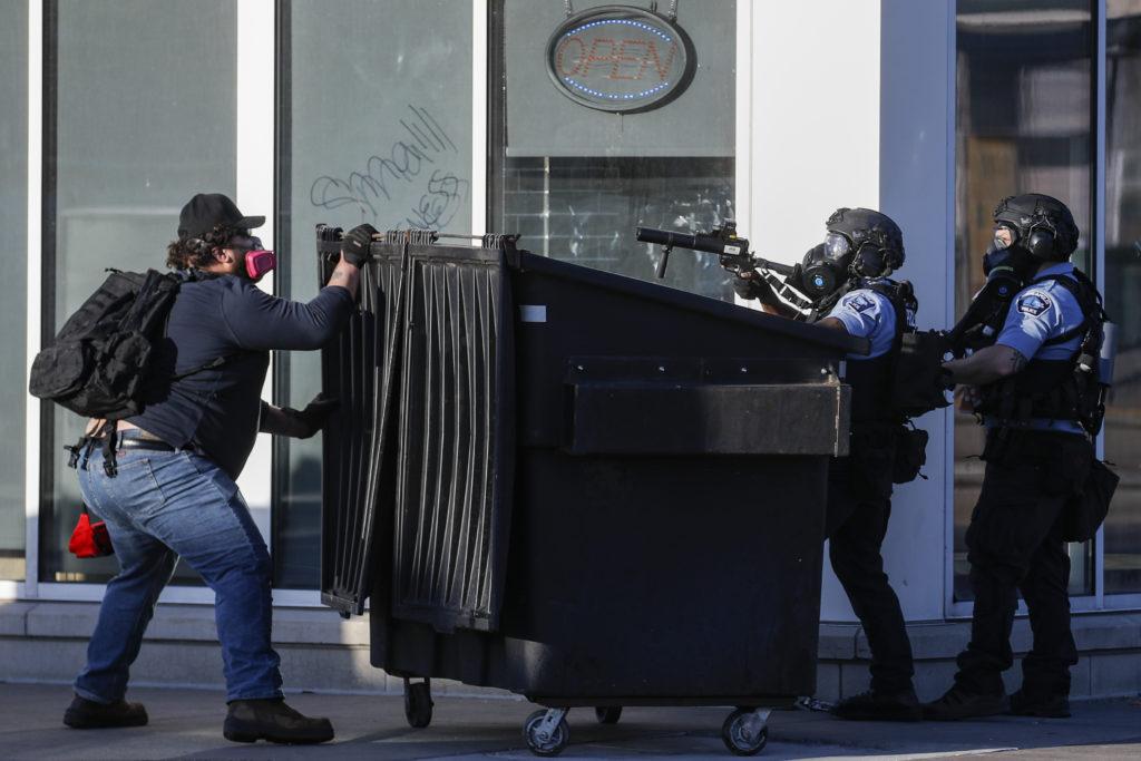 Κύμα εξεγέρσεων κατά της βίας των Αφροαμερικανών – Επεισόδια και στο Λούισβιλ με επτά τραυματίες