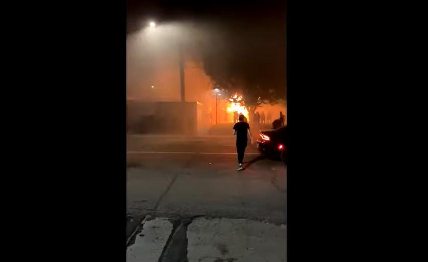 Αναβρασμός στις ΗΠΑ: Νεκρός 19χρονος από πυροβολισμούς κατά διαδηλωτών στο Ντιτρόιτ (video)