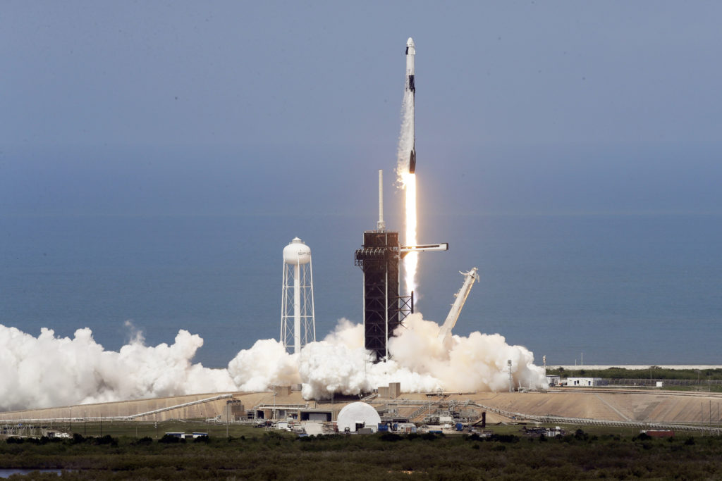 H SpaceX έγινε η πρώτη ιδιωτική εταιρεία που στέλνει αστροναύτες της ΝΑSA στο διάστημα (Video)