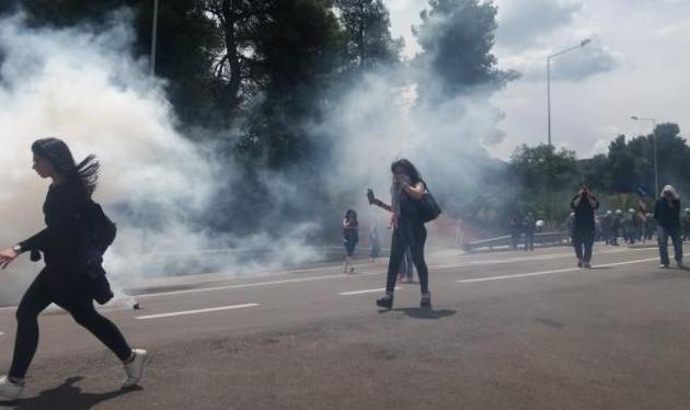 Μαλακάσα: Επεισόδια σε συγκέντρωση κατοίκων για το προσφυγικό – ΣΥΡΙΖΑ: Εγκληματικές ευθύνες της κυβέρνησης