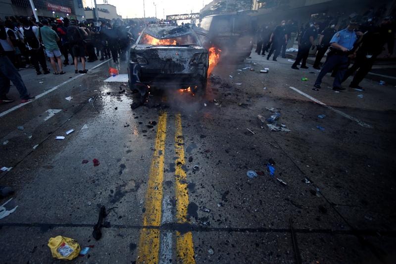 ΗΠΑ: Τέταρτος νεκρός κοντά σε καμένο αυτοκίνητο στη Μινεάπολη