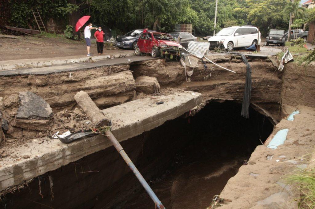 Ελ Σαλβαδόρ: Είκοσι νεκροί από το πέρασμα του τυφώνα «Αμάντα»