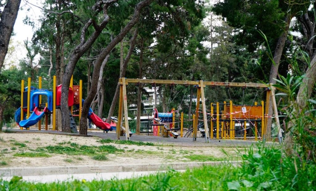 Παιδικές χαρές: Στη διακριτική ευχέρεια των δήμων η επαναλειτουργία τους