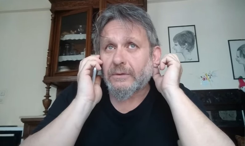 Ο Θανάσης Μιχαηλίδης ξαναχτυπά: «Tελικά τι είστε; Νότια ή Νέα Δημοκρατία»; (Video)