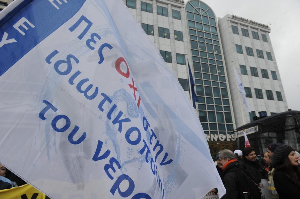 Mήνυμα στην κυβέρνηση: Δεκάδες χιλιάδες πολίτες υπογράφουν κατά ιδιωτικοποίησης του νερού