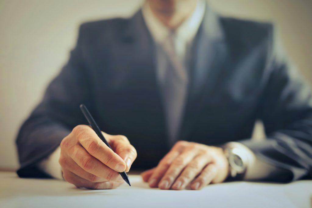 Δικηγόροι «μέλη του μεγάλου κυκλώματος εκβιαστών» – Έκαναν «χρυσές δουλειές»