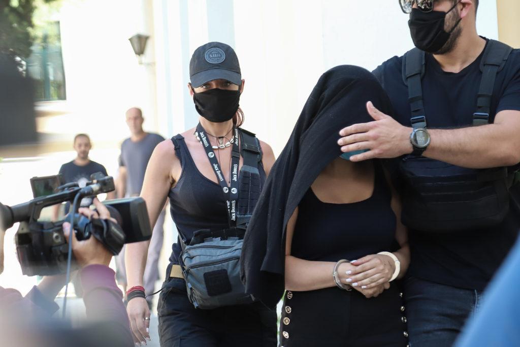 Επίθεση με βιτριόλι: Η 35χρονη προφυλακισμένη «ψάχνει» τις ευεργετικές διατάξεις με τα μεροκάματα