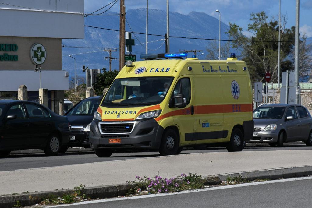 Απίστευτο περιστατικό: Άντρας με τσεκούρι μπήκε στην Εφορία Κοζάνης – Τέσσερις τραυματίες