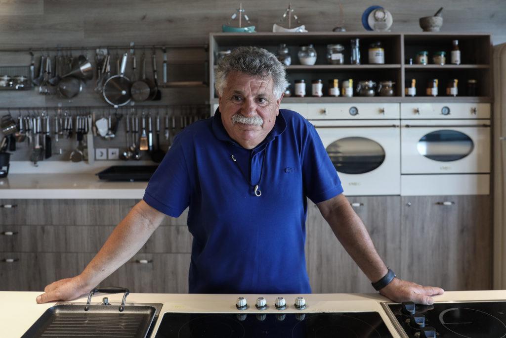 Λευτέρης Λαζάρου: «Τη δεκαετία του '50 βαφτίσαμε τη γαλλική κουζίνα ελληνική»