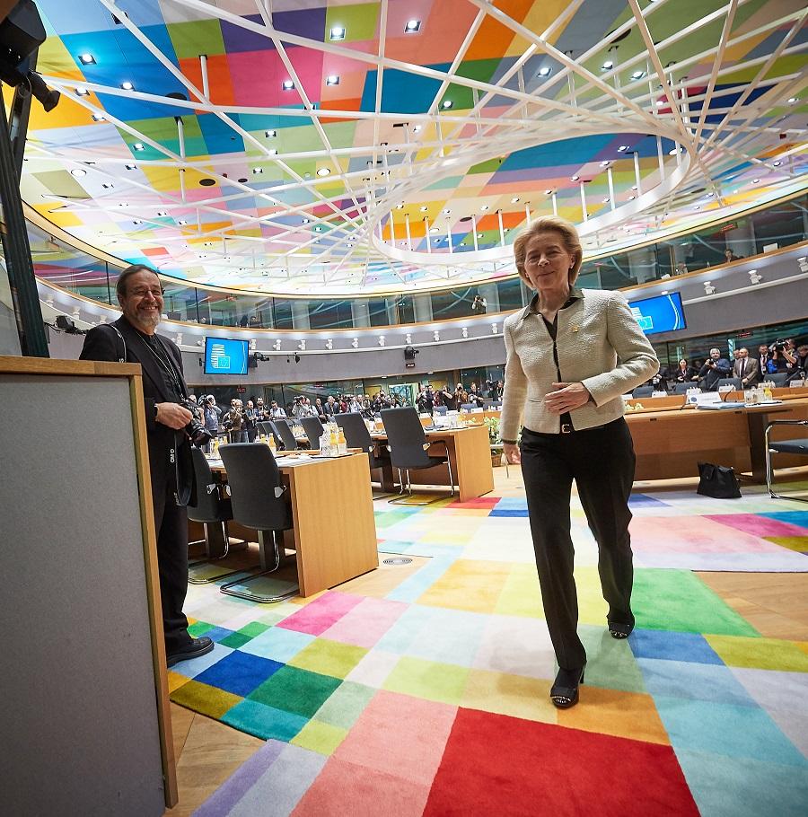 Ενισχύσεις δίχως πρόσθετες προϋποθέσεις ζητά η Ελλάδα από την Σύνοδο Κορυφής της ΕΕ