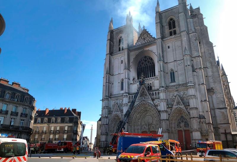 Γαλλία: Yπό κράτηση άνδρας για την πυρκαγιά στον καθεδρικό της Νάντης