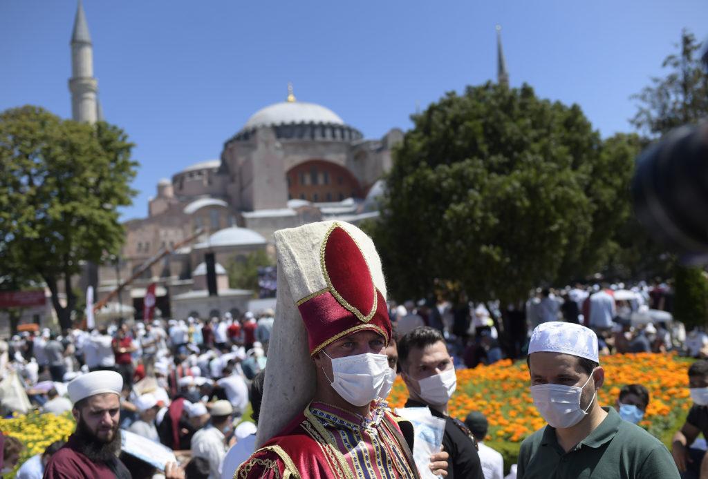 ΣΥΡΙΖΑ: «Εθνικιστική πρόκληση με βαθειά στοιχεία αυταρχισμού» η φιέστα στην Αγία-Σοφία